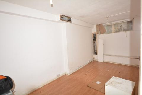 Property to rent - High Street, Croydon