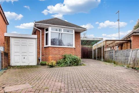 2 bedroom bungalow for sale - Silverdale, Enfield, London, EN2 7LA