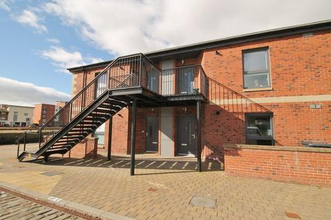 2 bedroom flat to rent - 5 Quayside Mews, City Quay, Dundee, DD1 3HZ