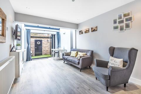 1 bedroom terraced house for sale - Fulwood Walk, Southfields