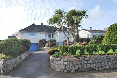 3 bedroom detached bungalow for sale - Nr. Gyllyngvase Beach, Falmouth, Cornwall