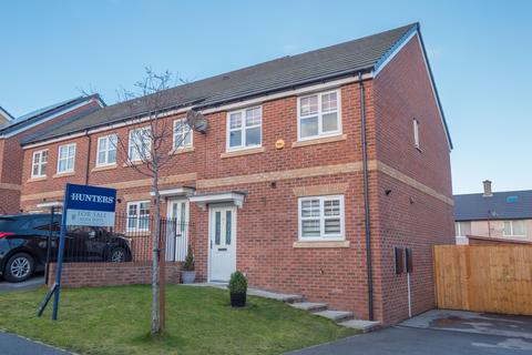 3 bedroom end of terrace house for sale - Fallowfield Gardens, Bradford, BD4 6LH