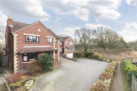 5 bedroom detached house for sale - Parklands Walk, Bramhope, Leeds, West Yorkshire