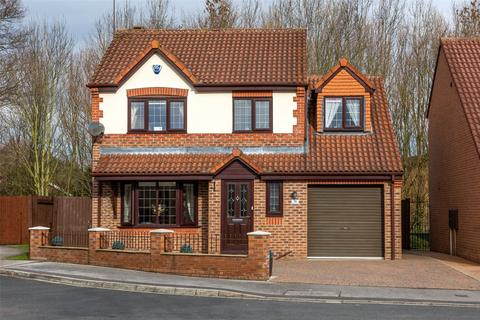 4 bedroom detached house for sale - Alness Drive, York, YO24