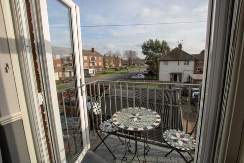 2 bedroom maisonette for sale - Iceni Way, Colchester
