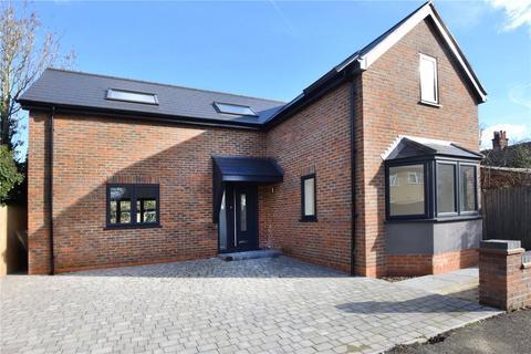 3 bedroom detached house for sale - Trundlers Way, Bushey Heath, Hertfordshire, WD23