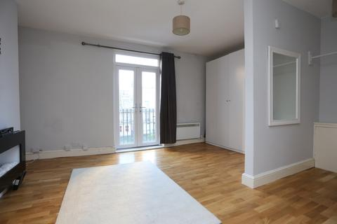 Studio to rent - Russell Square, Brighton