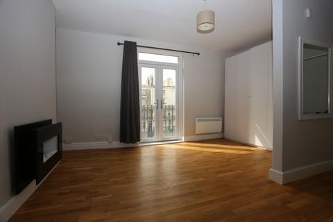 Studio to rent - Russell Square, Brighton