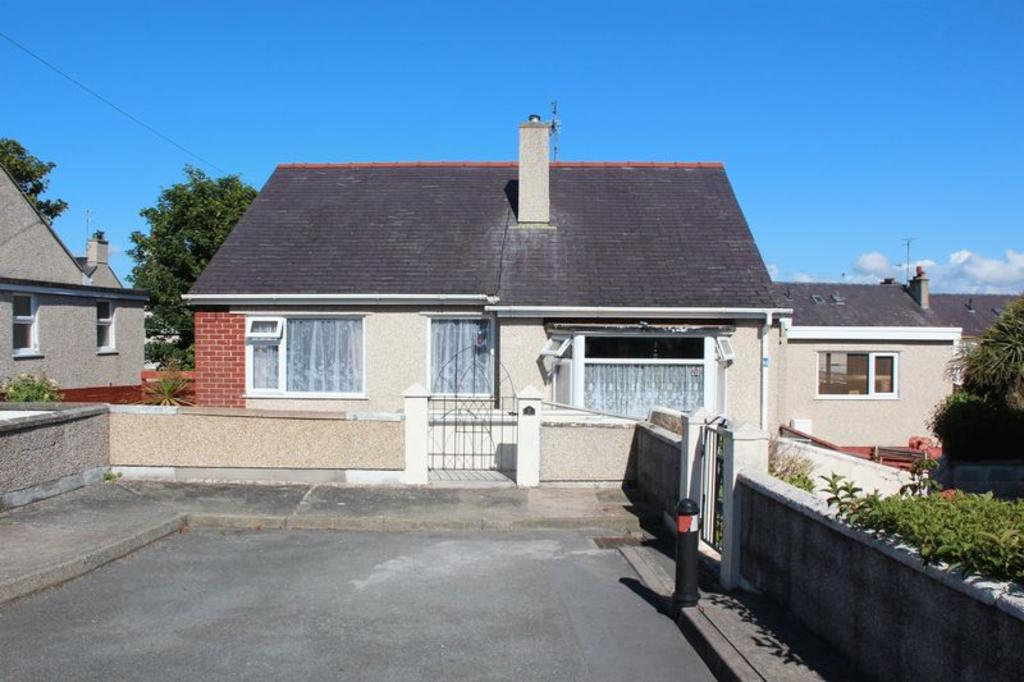 4 Bedrooms Detached Bungalow for sale in Plashyfryd Crescent, Holyhead