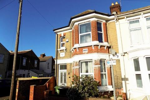6 bedroom end of terrace house to rent - *NO STUDENT FEES 2020* Chetwynd Road, Southsea