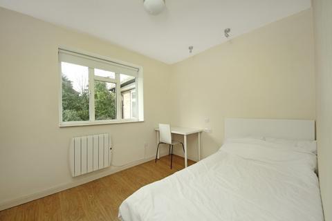 Studio to rent - Ashbourne Road, W5