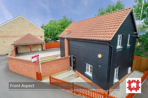 3 bedroom detached house to rent - Comfrey Road, Stotfold, Herts SG5 4ER