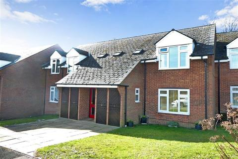 2 bedroom flat for sale - Henbit Close, Tadworth, Surrey