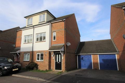 4 bedroom semi-detached house for sale - Groombridge Drive, Gillingham