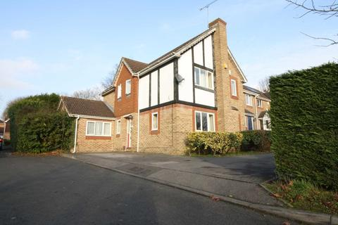 4 bedroom detached house to rent - Baycroft Close, Pinner