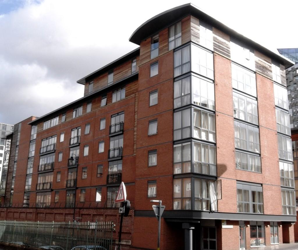Canal Wharf, Waterfront Walk, Birmingham 2 Bed Apartment