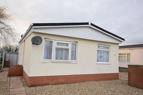 2 Bedroom Mobile Home For Sale   Acacia Avenue, Charnwood Park Estate,  Scunthorpe,