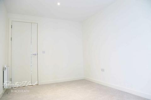 2 bedroom flat - Duke of Wellington Avenue, London, SE18