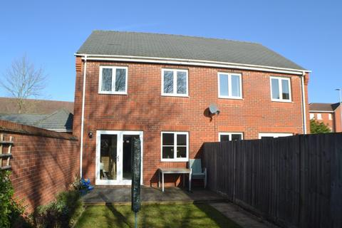 3 bedroom semi-detached house for sale - Urquhart Road Thatcham