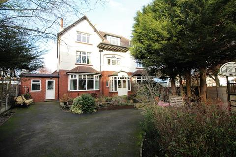 5 bedroom semi-detached house to rent - Arncliffe Road, West Park, LS16