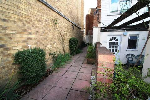 2 bedroom apartment to rent - Recently Refurbished Two Bedroom Flat - Nil Deposit Option - Southampton Street, Reading