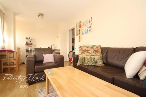 3 bedroom flat to rent - Mollis House, E3