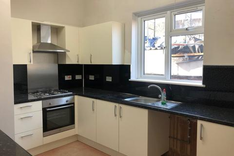 2 bedroom flat to rent - York Road, Ilford, Essex, IG1