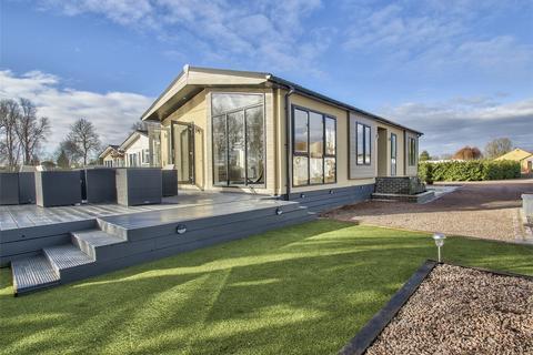 2 bedroom park home for sale - Crystal Lakes, Low Road, Fenstanton, Huntingdon, Cambridgeshire