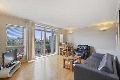 2 bedroom flat to rent - Alamaro Lodge, Renaissance Walk, LONDON