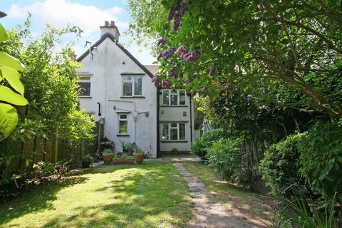 3 bedroom character property to rent - Kingsway, Farnham Common, Buckinghamshire SL2