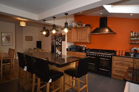 4 bedroom end of terrace house for sale - South Road, Kingswood, Bristol