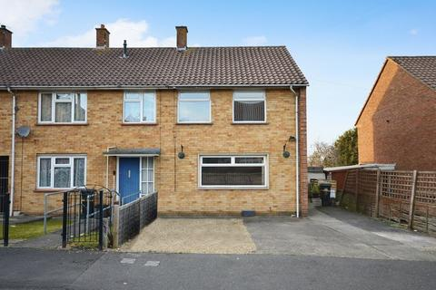 2 bedroom end of terrace house for sale - Totshill Drive, Bristol
