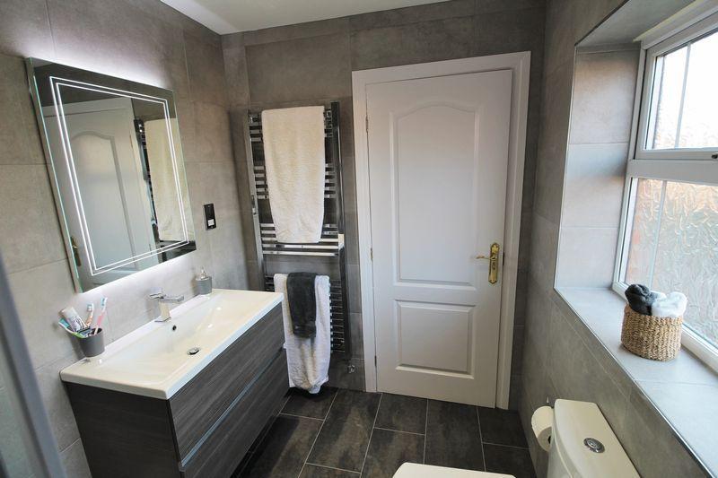 En suite Bedroom One