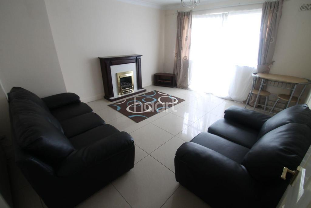 2 Bedrooms Flat for sale in Kings Chase Development