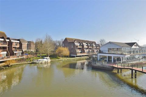2 bedroom apartment to rent - Riverside Court, Caversham, Reading