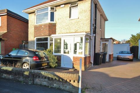4 bedroom detached house to rent - Alton Road, Bournemouth