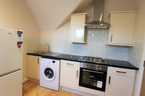 2 bedroom house to rent - 28 Colum Road, ,