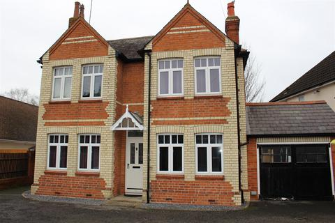 3 bedroom detached house for sale - Reading Road, Woodley, Reading