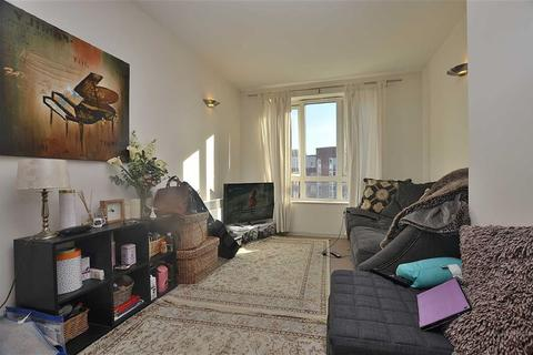 1 bedroom flat to rent - Eaton Court, South Woodford, London