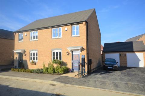 3 bedroom end of terrace house for sale - NG2 Greythorn Drive, West Bridgford, Nottingham