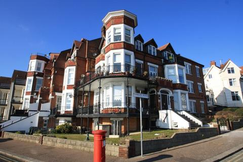 2 bedroom flat to rent - The Leas, Westcliff on Sea