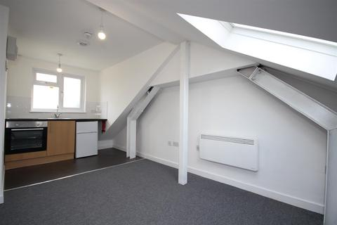 Flat to rent - Long Drive, Acton, W3 7PP