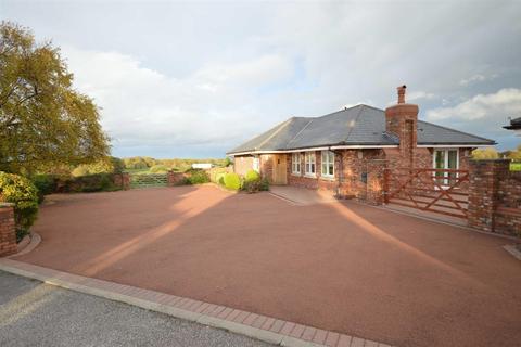 3 bedroom detached bungalow for sale - Haddon Lane, Neston