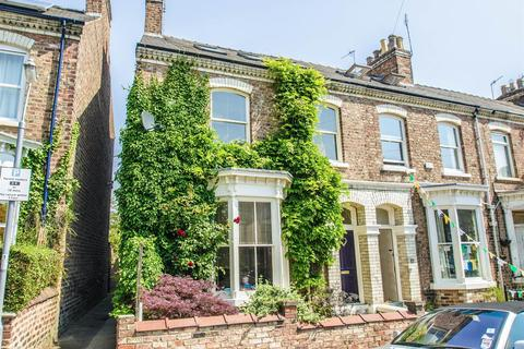 4 bedroom terraced house for sale - Bewlay Street, York