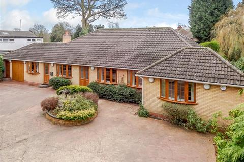 4 bedroom detached bungalow for sale - Warwick Road, Solihull