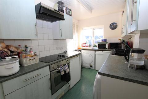 2 bedroom flat for sale - Bayford Road, Sittingbourne