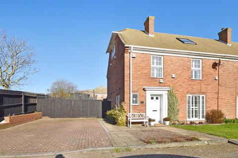 4 bedroom end of terrace house for sale - Gainsborough Close, Folkestone, CT19