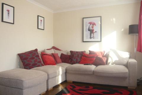 2 bedroom house to rent - Larkham Close, Feltham