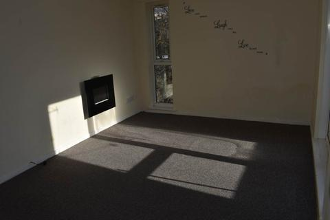 2 bedroom flat to rent - Frizley Gardens, Bradford ,