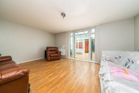 3 bedroom terraced house to rent - St. Norbert Road, London